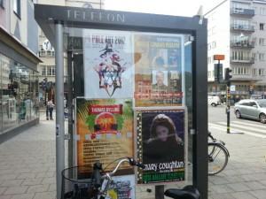 Pole Art -tankotanssikilpailun juliste tapahtumapaikan ulkopuolella syksyllä 2012